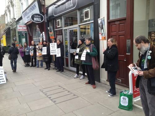 La protesta degli animalisti in centro a Londra