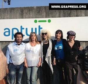 Donatella Rettore, Fiordaliso e alcuni attivisti al presidio di Verona (froto Geapress)